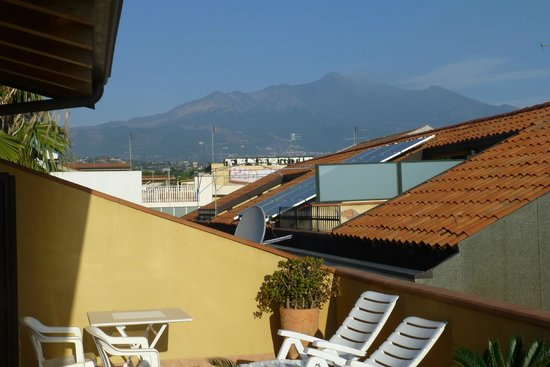 أدريانا كازا فاكانزي: Mount Etna from our balcony