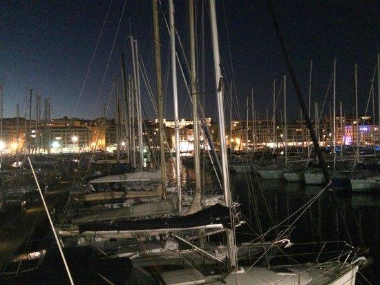 Restaurant la Nautique : Le port, la Vielle Charité vue de notre table
