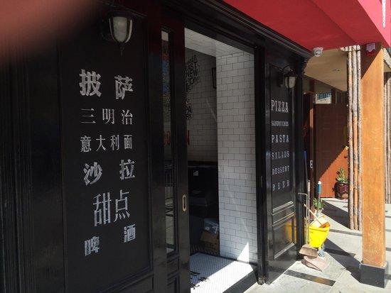 Brooklyn Pizza Express: Entrance