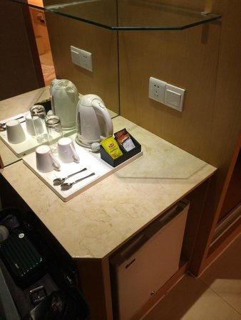 دورسيت ووهان: 小吧檯上有熱水與咖啡即溶包