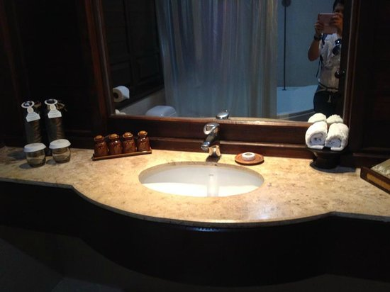 Nora Beach Resort and Spa : sink