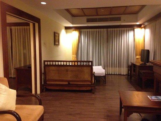 نورا بيتش ريزورت آند سبا: living room in suite room