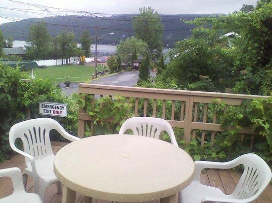 Sundowner Motel: View of beautiful Lake George