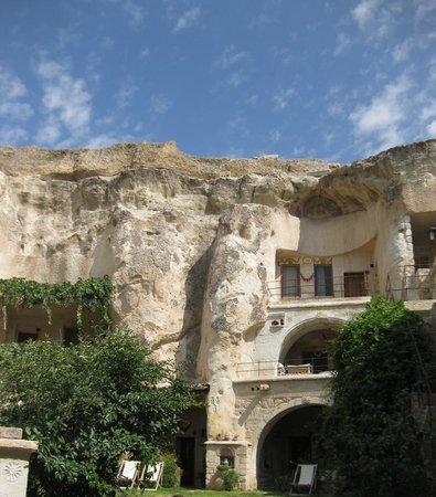 إلكب إيفي كيف هاوس: The hotel carved into caves