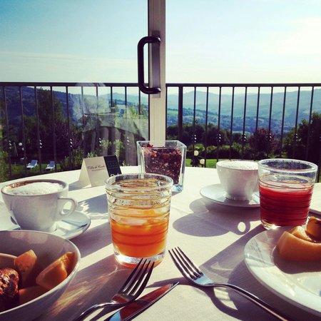 Villa di Carlo Spa&Resort: Colazione con vista mozzafiato
