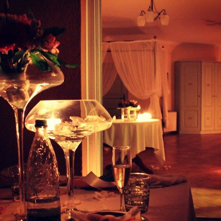 Villa di Carlo Spa&Resort: Suite e atmosfera per la nostra cena in camera