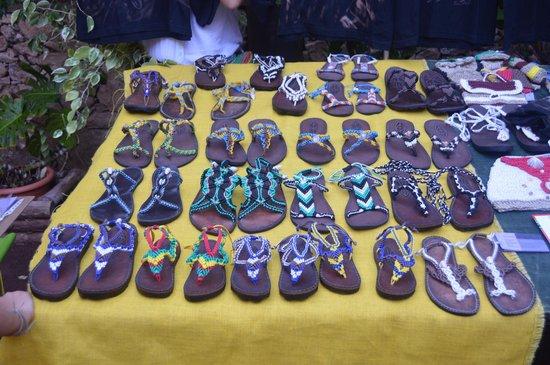 Mercado Agro Artesanal: Zapatos artesanales con materiales reciclados
