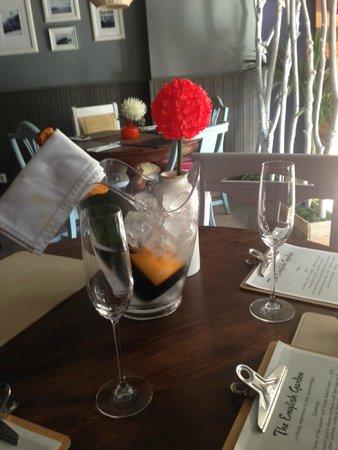 The English Garden Restaurant: Champagne