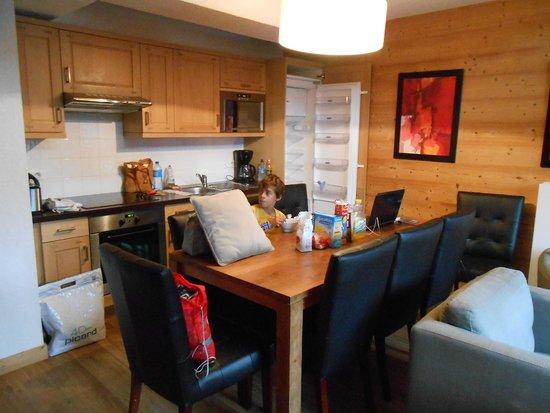 Dormio Resort Les Portes du Mont Blanc: salle a manger /cuisine
