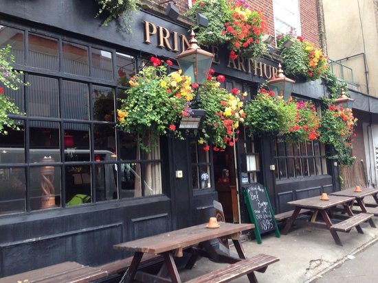 The Prince Arthur: Lovely. We got there just as they opened for lunch about noon so we were the first customers.