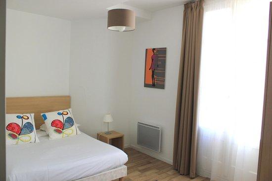 Avignon Republique: Appartement 4adultes - Chambre avec balcon