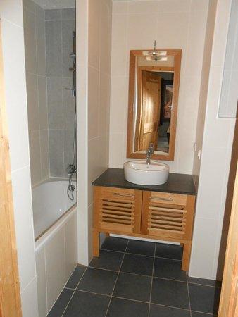 Dormio Resort Les Portes du Mont Blanc: salle de bain