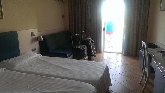 بارسيلو كالا فيناس: bedroom with seaview