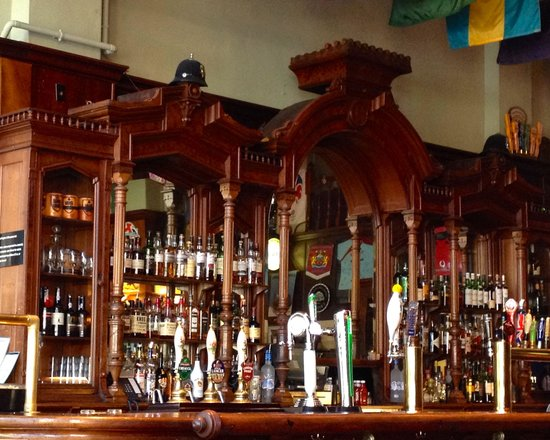 Brit's Pub & Eating Establishment: Lots of beverages to choose from !