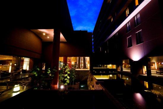 كيوتو طوكيو هوتل: 中庭/Hotel in night