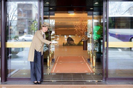 كيوتو طوكيو هوتل: 玄関/All staff is welcoming you.