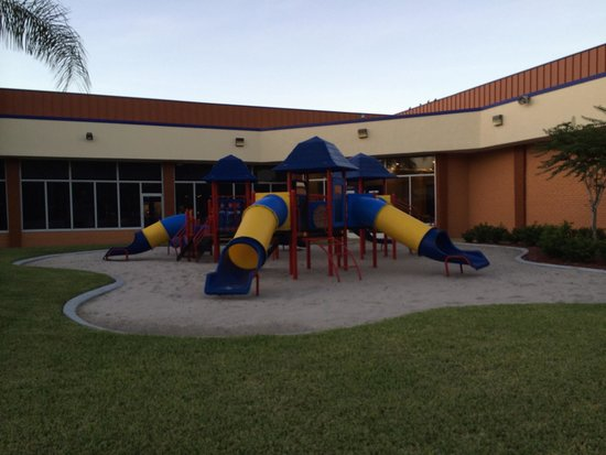 Red Lion Hotel Orlando - Kissimmee Maingate: Playground.  Well kept and clean.