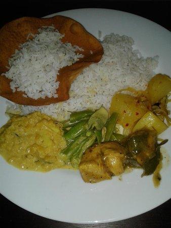 فيلا تانجال لاجون: Национальный ужин