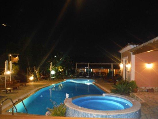 Angel's Pool Bar Apartments: Pool bar view
