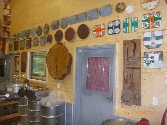 Sugarbush Hill Maple Farm: Lids for syrup