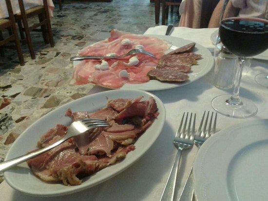 Trattoria Vernizzi: Spalla cotta, culatello con riccioli di burro, salame e lambrusco...
