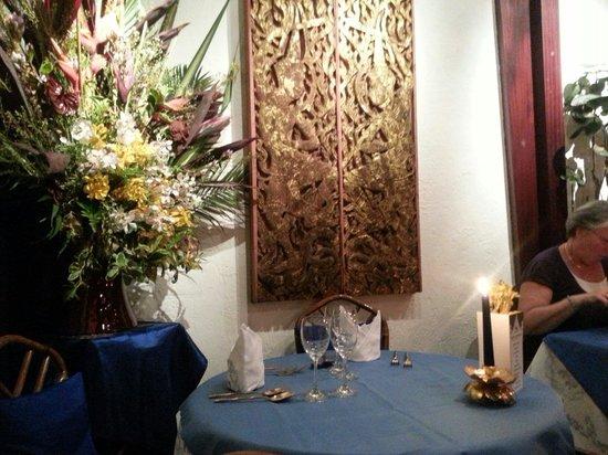 Blue Elephant Paris: I loved the flower decorations everywhere...