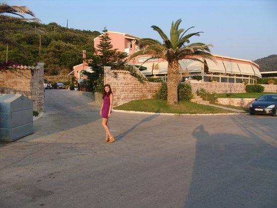 Hotel Costas Golden Beach : Our granddaughter, Daniella, at the enterance