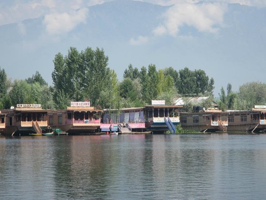 ‪فيفانتا باي تاج - دال فيو سريناجار: Floating Hotels on Dal Lake‬