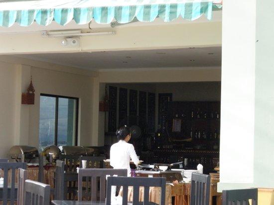 هوتل ياداناربون: 屋上のレストラン