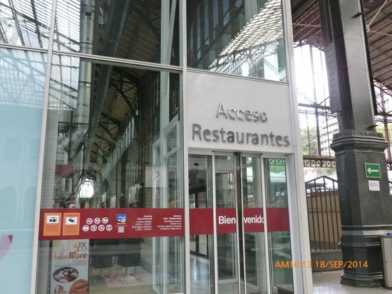 مركز برينسيبي بيو التجاري: Acceso restaurantes.