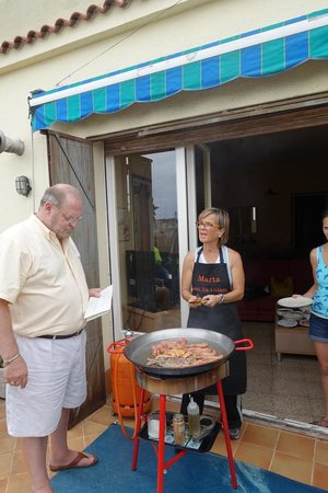 ‪‪Marta's Private Paella Cooking Classes‬: cooking outside‬