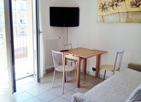 Residence Villa Souvenir: cucina/soggiorno