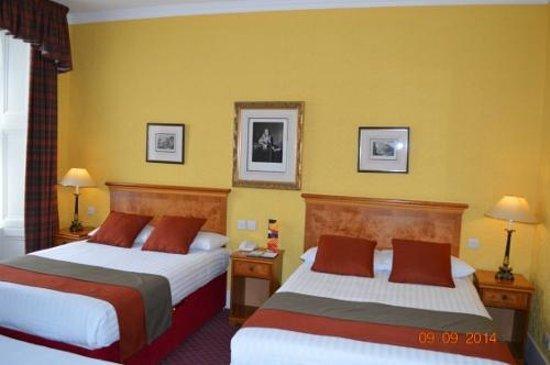 Royal Highland Hotel: Bonita habitación