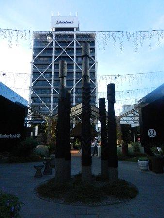 Hotel DeBrett: shopping centre