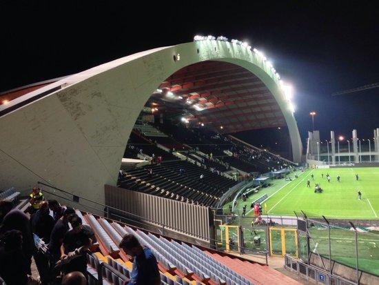 Stadio Friuli (Dacia Arena): Stadio in ricostruzione per 3/4. Tribuna centrale mozzafiato! A lavori terminati sarà uno stadio