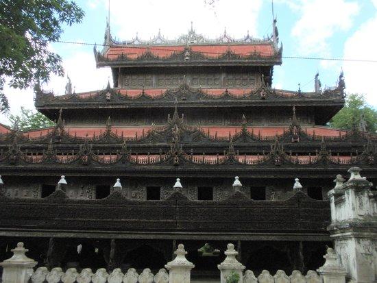Golden Palace Monastery  (Shwenandaw Kyaung): 外観