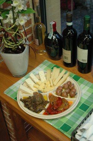bonta di paese bollate: sott'oli  e formaggi