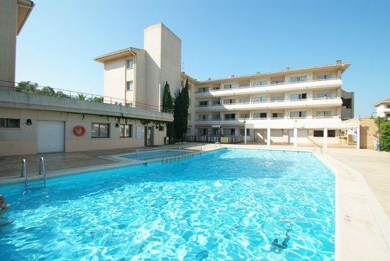 Festa Apartment Complex: Pool area