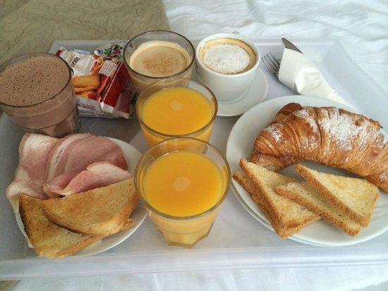 Al Portico Guest House: Café da manhã cortesia