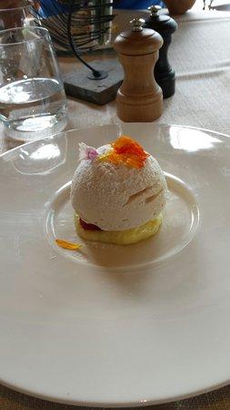 لا غريميل: Meringue, créme citron, framboises fraiches, glace vanille!!rarement manger un dessert aussi bon
