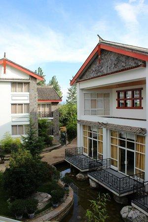واندربورت إنترناشونال هوتل: ナシ族民居風ホテル