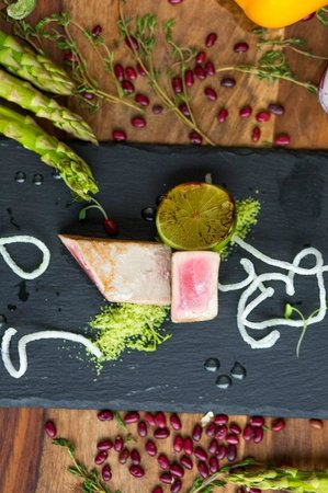 Barberry Club Restaurant: Стейк из тунца с соусом матча