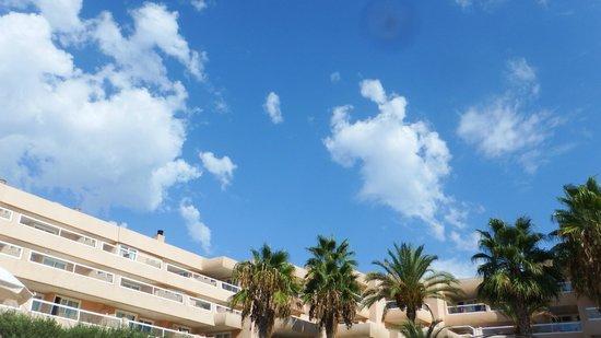 أبارت هوتل تروبيك جاردن: Clear blue skies