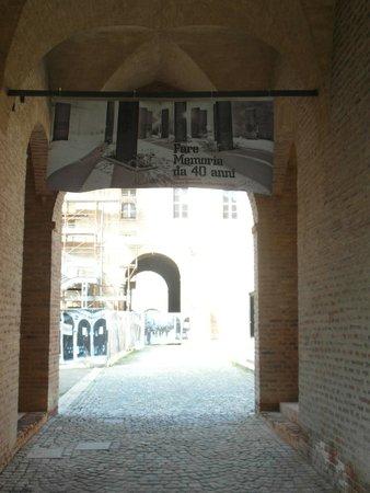 Piazza dei Martiri: Ingresso piazza dal Palazzo dei Pio