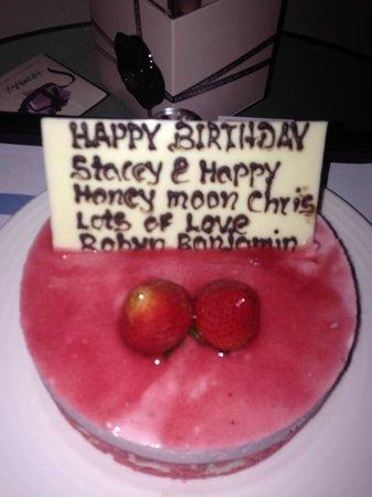 فندق الفجيرة روتانا: Birthday/ Honeymoon cake surprise