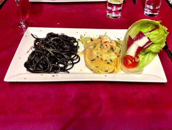 Al Bacco Felice: Bis di primi...spaghetti al nero di seppia e tortelloni al branzino!