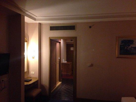 Windsor Suites Hotel Bangkok: Amplio...