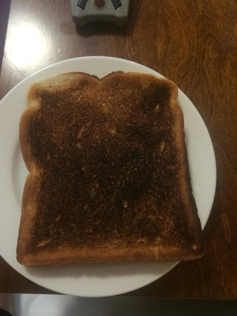 Midlands Park Hotel & Conference Centre (Formerly the Portlaoise Heritage Hotel) : The burnt toast I was given.