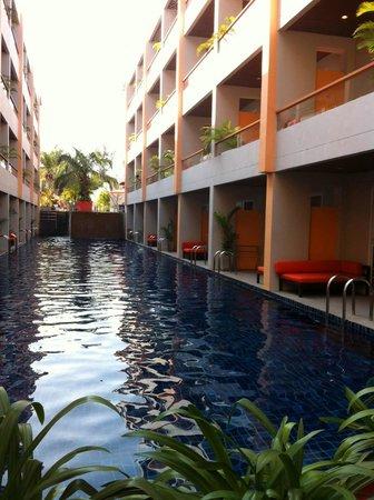 FuramaXclusive Sandara Hua Hin: สระว่ายน้ำโรงแรม