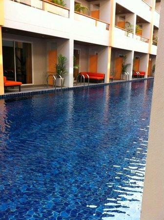FuramaXclusive Sandara Hua Hin: สระว่ายน้ำ